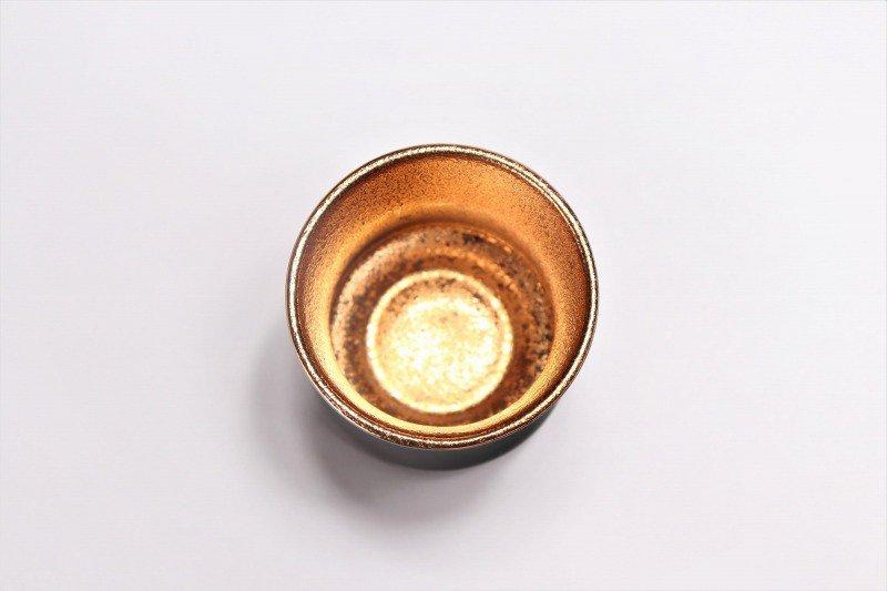 陶悦窯 黒マット金塗り 杵型ぐい呑 画像サブ2