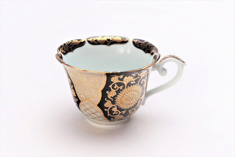 徳幸窯 黒地金彩菊華紋紅茶碗 画像サブ2
