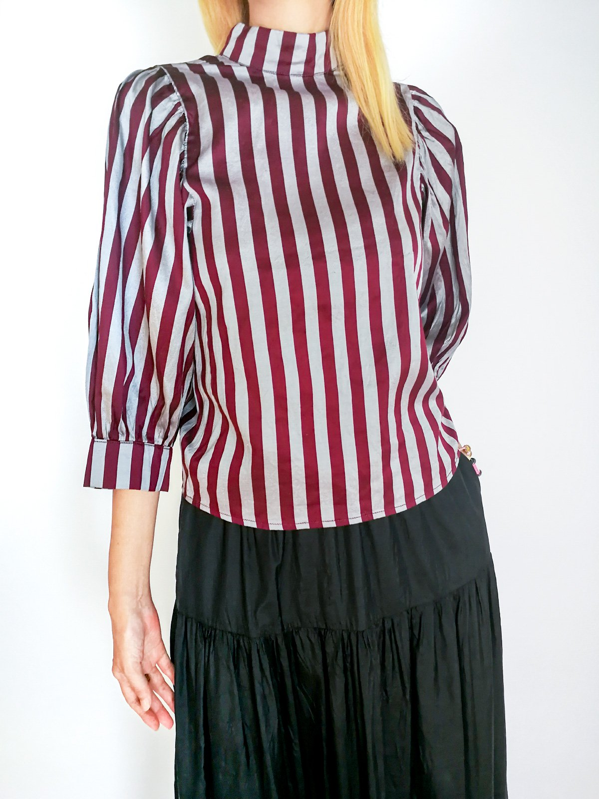 High Necked Tops / original bordeaux