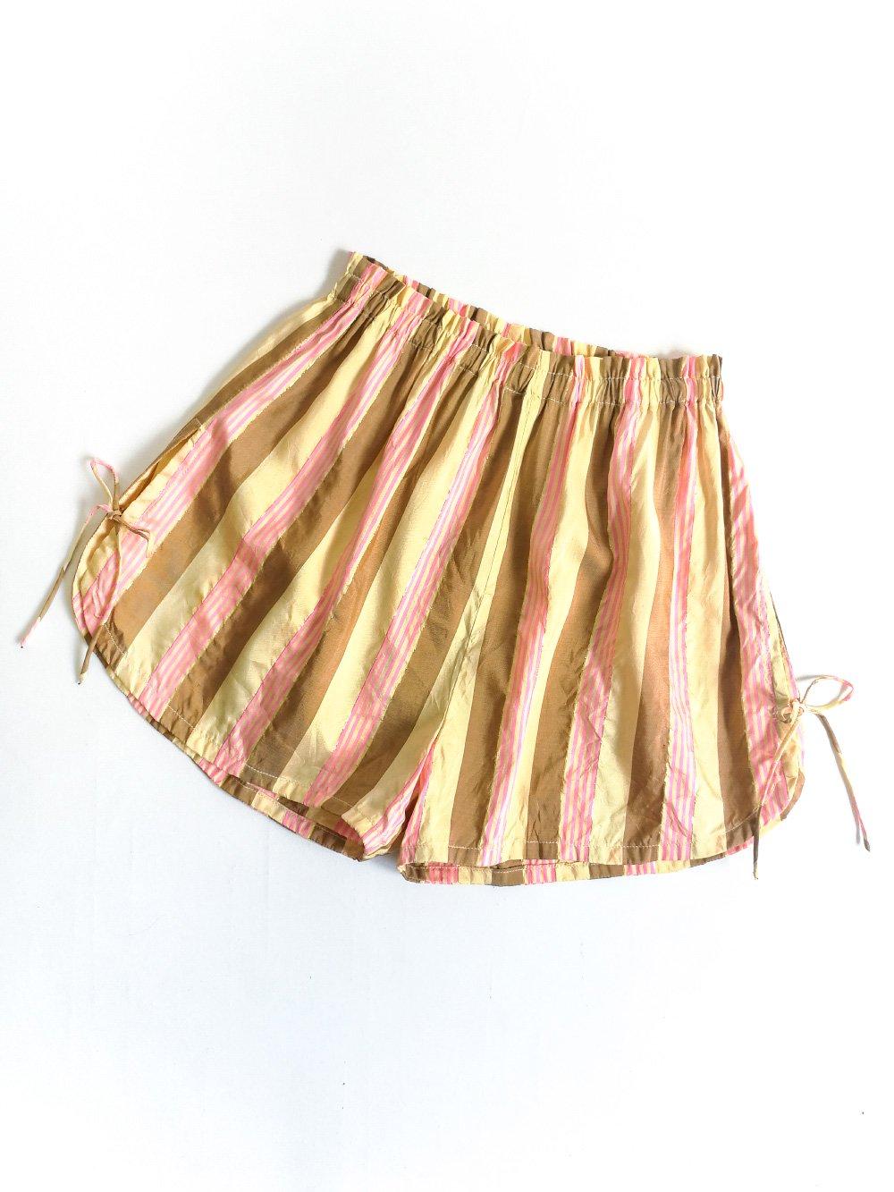 Shorts / beige × pink