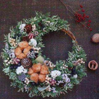 クリスマスリース 三日月形 大 コットンと木の実