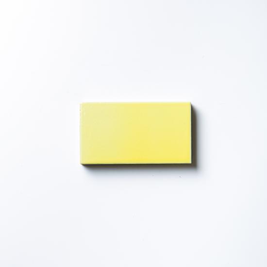 オリジナルタイル通販のタイルメイド エッジが効いた個性派タイル イエロー 小口(ケース)
