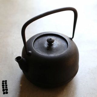 東屋(あづまや)  水沢姥口鉄瓶(みずさわうばくちてつびん) 1L 小 南部鉄瓶 及富 AZMAYA