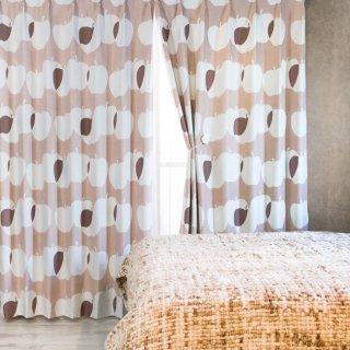 スウェーデン調のプリントが可愛い 遮光2級【オメナ】ベージュ おしゃれなインテリアにおすすめの国産オーダーカーテン 寝室や出窓、カフェカーテンにも◎