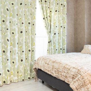 スウェーデン調の花柄プリントが可愛い 遮光2級【ケヴァト】ベージュ おしゃれなインテリアにおすすめの国産オーダーカーテン 寝室や出窓、カフェカーテンにも◎