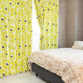 スウェーデン調の花柄プリントが可愛い 遮光2級【ケヴァト】グリーン おしゃれなインテリアにおすすめの国産オーダーカーテン 寝室や出窓、カフェカーテンにも◎