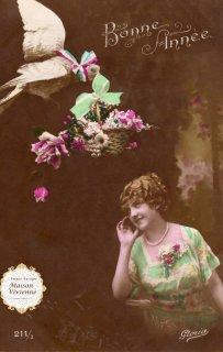 フランスアンティーク ポストカード 花籠をくわえた鳥さんと乙女【普通郵便送料無料】
