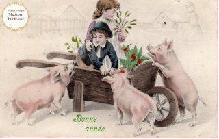 フランスアンティーク ポストカード ヒイラギとヤドリギを持ち帰る子供たちと3匹のブタさん【普通郵便送料無料】