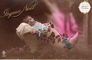 フランスアンティーク ポストカード JoyeuxNoel ヒイラギで飾った木靴の中の赤ちゃん【普通郵便送料無料】