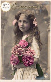 フランスアンティーク ポストカード 大輪の薔薇を抱える美少女【普通郵便送料無料】