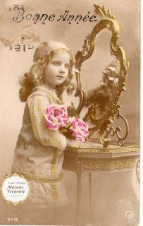 フランスアンティーク ポストカード 大輪の薔薇を抱えた上流階級の可愛い女の子【普通郵便送料無料】