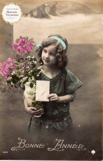 フランスアンティーク ポストカード ヒイラギとヤドリギを抱えた可愛い女の子【普通郵便送料無料】