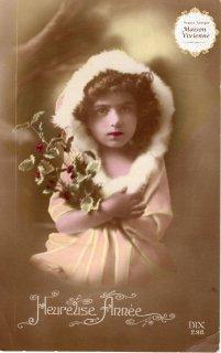 フランスアンティーク ポストカード ヒイラギを抱える凛々しい女の子【普通郵便送料無料】