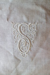 フランスアンティーク モノグラム刺繍 「S」 ホワイト【普通郵便送料無料】