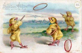"""フランスアンティーク イースターのポストカード """"朝早くから輪投げに興じるひよこが3羽""""【普通郵便送料無料】"""
