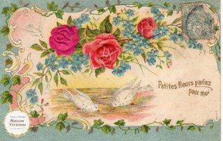 エンボス加工のアンティーク・ポストカード 薔薇と忘れな草のガーランドに白鳩のカップル【普通郵便送料無料】