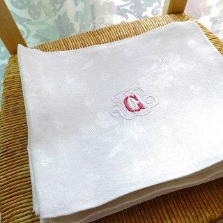 フランスアンティーク 花模様の織生地にG/M手刺繍モノグラムのリネン・トルションA【3枚までクリックポスト送料無料】