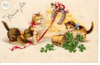 フランスアンティーク ポストカード  3匹の子猫と幸福を呼ぶクローバーと馬蹄【普通郵便送料無料】