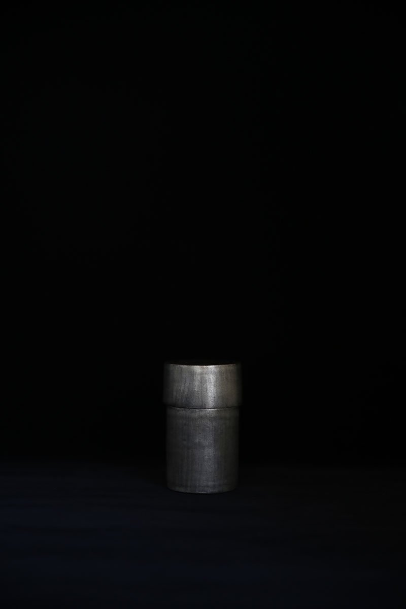 黒銀彩筒型茶心壺