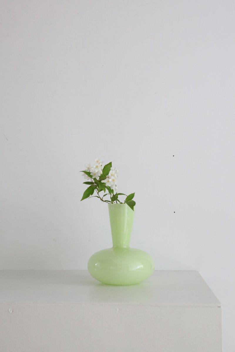 花器 うす緑