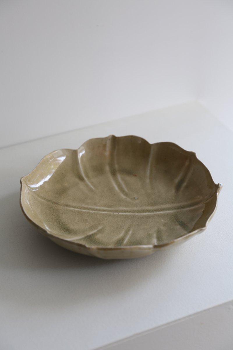 灰釉葉形皿