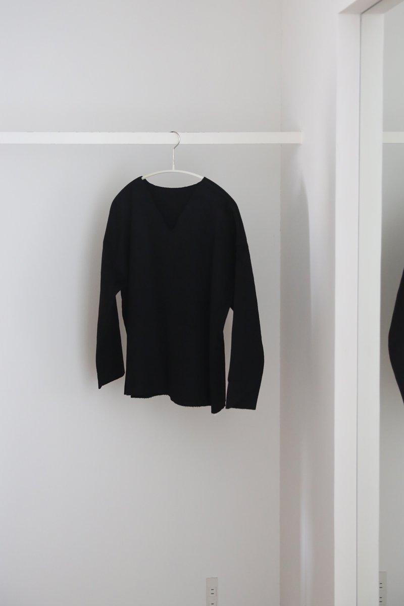 手かがりVネックシャツ|black