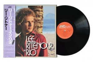 Lee Ritenour In Rio / リー・リトナー<img class='new_mark_img2' src='https://img.shop-pro.jp/img/new/icons6.gif' style='border:none;display:inline;margin:0px;padding:0px;width:auto;' />
