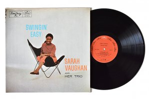 Sarah Vaughan And Her Trio / Swingin' Easy / サラ・ヴォーン<img class='new_mark_img2' src='https://img.shop-pro.jp/img/new/icons6.gif' style='border:none;display:inline;margin:0px;padding:0px;width:auto;' />