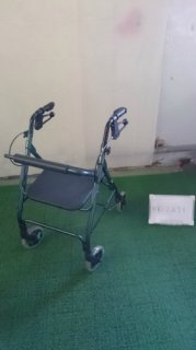 【中古歩行器】《Bランク》星医療酸器 トラベラーN-4600 (HK-2473)
