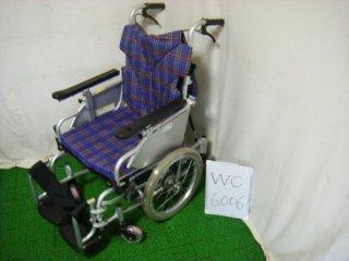 【中古車椅子】《Aランク》カワムラサイクル 介助式車椅子  KAK16-40B-LO 低床こまわりくん(WC-6006)