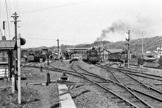 幌延駅 上り旭川行き 324レC5547蒸気機関車 遠望 1972年5月