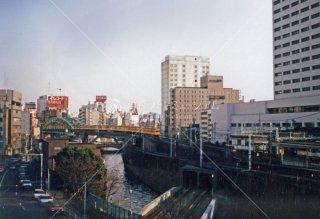 丸ノ内線 御茶ノ水駅-淡路町駅間 手前は丸ノ内線神田川橋梁