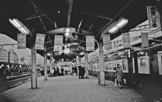 上野駅地平ホーム 乗車待ち行列案内板 金沢行 長岡行 酒田行 団体 盛岡行 福井行 1966年12月末
