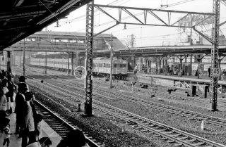 赤羽駅 赤羽線5番線ホームの電車 東北本線ホームから撮影 1978年11月