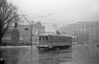 都電 東京駅 丸ノ内北口 丸ノ内南口間28系統 鉄道の父井上勝銅像 1968年2月