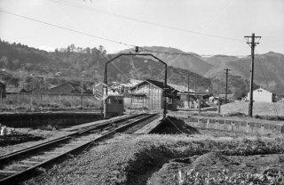 御殿場線 山北駅 駅構内の転車台 1962年12月