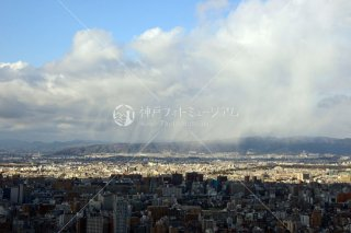 梅田スカイビルより 雨の北大阪