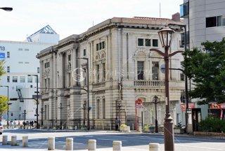 元町6丁目 旧三菱銀行神戸支店 現ファミリア本社