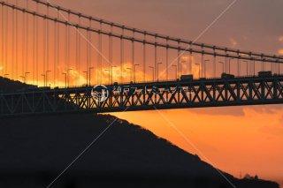 夕日と明石海峡大橋
