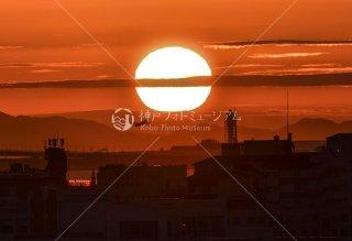 夕日と飛行機 関西空港離陸