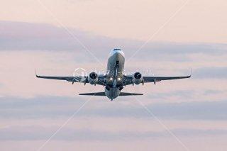 飛行機離陸 夕景