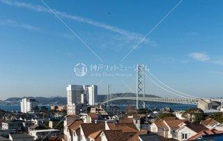 神戸時計デザイン博物館より歌敷山 明石海峡大橋遠望