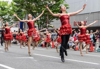 神戸まつり WORLD WINGS 宙に浮くバトン 三宮中央通り 令和元年年