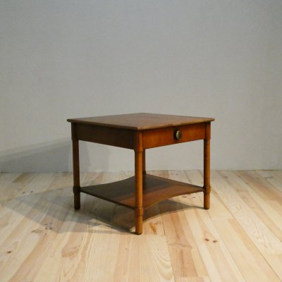 <img class='new_mark_img1' src='https://img.shop-pro.jp/img/new/icons30.gif' style='border:none;display:inline;margin:0px;padding:0px;width:auto;' />Vintage End Table/HENREDON