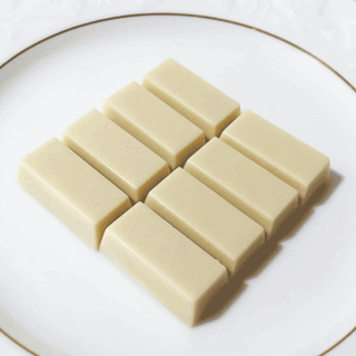 ひと口チョコ カカオ52% ホワイト(無添加乳化剤不使用)