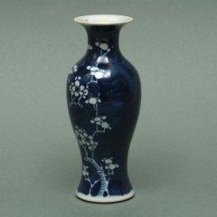 景徳鎮   藍地白花瓶 【一品物】