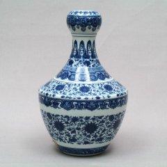 景徳鎮   青花纒枝紋蒜頭口瓶 【一品物】