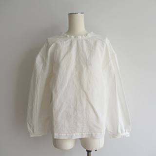 MEYAME(メヤメ) FRILL NECK BLOUSE [WOMEN]