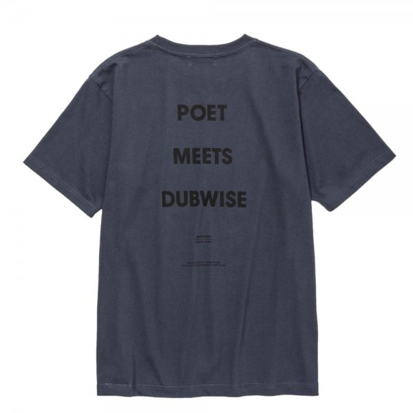 POET MEETS DUBWISE LOGO TEE<img class='new_mark_img2' src='//img.shop-pro.jp/img/new/icons8.gif' style='border:none;display:inline;margin:0px;padding:0px;width:auto;' />