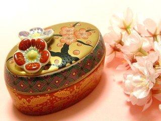 【伝統工芸品】特選有田焼 小蓋物 香林梅